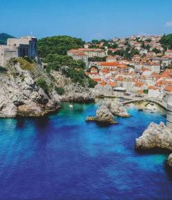 Vyrážíte autem do Chorvatska? Přinášíme tipy na nejlepší trasy i přehled poplatků