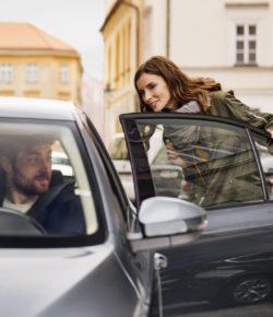 Uber podpoří občany na cestě k volbám, nabídne 40% slevu na jízdné do volební místnosti i zpět